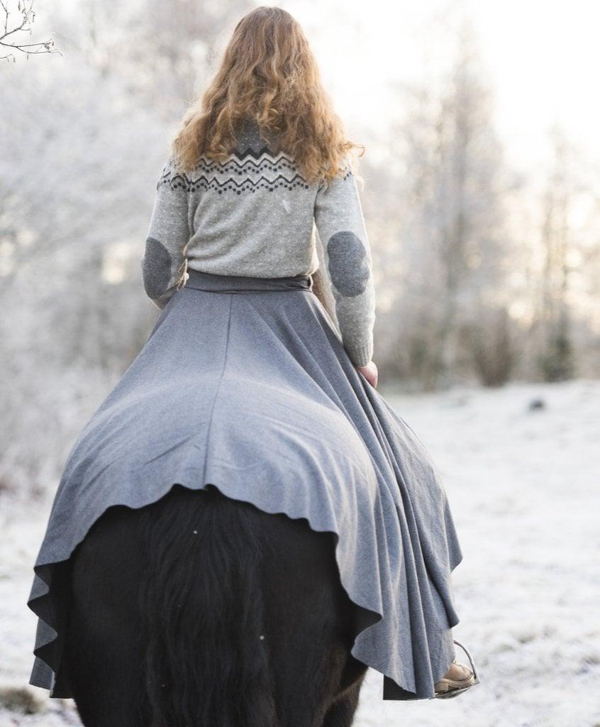 Vikinginspirert rideskjørt og rideklær